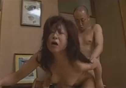 熟女の無料主婦動画。             【熟女】夫婦ゲンカでMに目覚めた妻