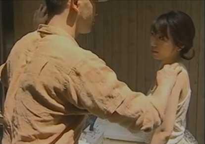 人妻の無料ひとずま動画。             【ヘンリー塚本】壁ドンで兄嫁を襲う弟【人妻】