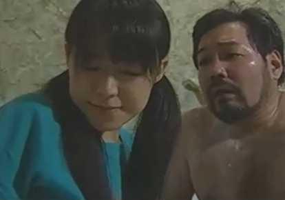 近親相姦無料主婦動画。             【ヘンリー塚本】48歳の義父を愛した18歳の娘【近親相姦】