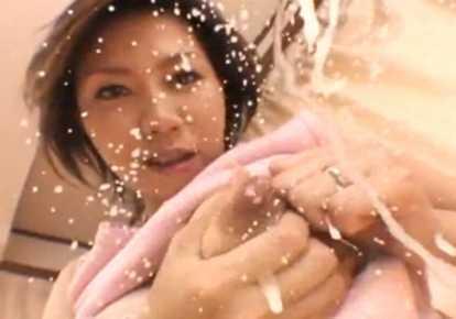 人妻のH無料ひとずま動画。             【人妻】母乳SPLASH!