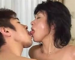 五十路の熟女の近親相姦無料hitoduma動画。             【近親相姦】汗だくになって息子と愛し合う五十路熟女【中出し】