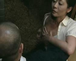 熟女の無料主婦動画。             【ヘンリー塚本】絶倫熟女 自ら乳房を触らせて男を誘う【熟女】