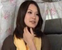 セレブの奥様の中出し無料人妻動画。セレブ妻ナンパin青山 オマンコを責められてウルッとした表情を見せる奥様が堪らない【中出し】