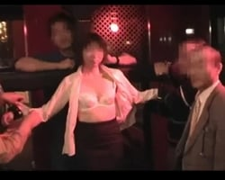 【個人撮影】初めての乱交パーティー 恥じらっていた無垢な嫁が夫の目の前で淫乱な雌犬に変貌を遂げるまでの一部始終【熟妻】