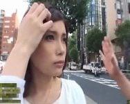 【人妻ナンパ】「ギャラ発生するんで…ちょっと見せて!触らせて!?」ナンパは数撃って当てるもの!欲求不満全開のナンパ師たちが超時短ナンパで街角で美人妻を乱獲!【中出し】