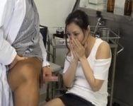 【人妻】「奥さん、健全な勃起時の陰茎はこういう状態です」夫のEDチンポの相談に医師の元にやって来た人妻が、目の前のカリ首パンパンの勃起チンポに目移りした瞬間【中出し】