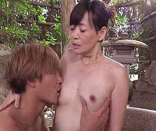 五十路義母と温泉でセックス