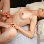 【近親相姦】膣奥をじっくりズリズリこすり上げ、感度がビンビン急上昇!母を今まで体験したことのない絶頂へと誘う超絶スローピストンSEX