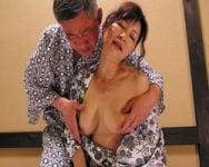 【熟女】長年SEXレスだった熟年夫婦が再び燃え上がるとき 唇をこじ開けベロが侵入してくると、熟女は涎と愛液を垂れ流し興奮は絶頂へと突入する!【中出し】