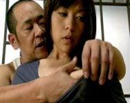 男を惑わせる濃密なフェロモンが滲み出す!隣家の男に襲われた女