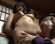 【近親相姦】SEXの香りがする親子関係 父親になる男とハマった娘
