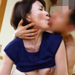 エロティックなアラ還母の猥褻な舌先が触手のごとく絡みつく!大量分泌された母のツバ汁で僕はねろんねろんに舐られる!