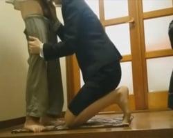 【個人撮影】ホントにやれたwww熟女生保レディが契約を条件に顧客に性接待を仕掛ける一部始終を内緒で盗撮!