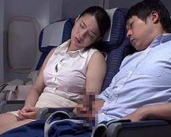 女だって一度は体験したいバレずにヤる座席SEX♡ 機体の揺れ、暗い機内、全てがSEXを加速させるスパイスだ!