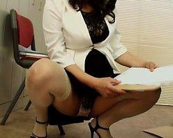 痴女セールスレディのパンチラ枕営業 オフィスで、訪問先で、いつも不意打ちで訪れる幸運に男の股間は抗えない!