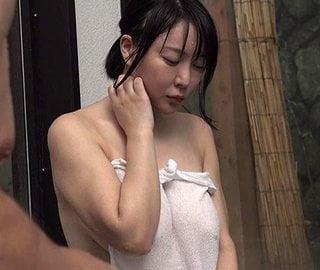隣人妻と混浴