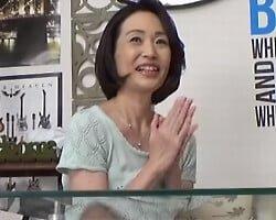 【熟女ナンパ】53歳専業主婦がイケメンに口説かれ有頂天になって部屋にやって来た!チンポがビックリするほどの熟練の絶技と赤裸々な痴態を隠し撮り!