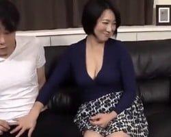 AVを観て発情した五十路義母に痴女られた! 沢舞桜