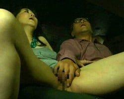 【熟女】あ~生チンポ最高!SEXはやっぱりゴム無しナマがイイ!ピンク映画上映中の暗闇でムサい中年チンポを狩る女 浅井舞香