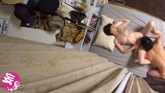 イケメンが熟女を部屋に連れ込んでSEXに持ち込む様子を盗撮したDVD その3