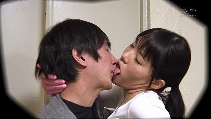 同じマンションの廊下の清掃員のオバちゃんはえげつない接吻で僕を誘惑 その1