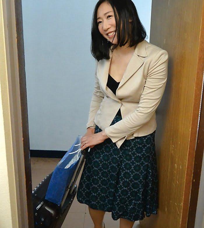 茨城から上京した嫁の母が…茨城美人 緒方泰子48歳 その1