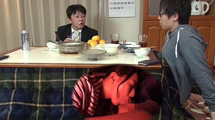 母親と息子がコタツでこっそり近親相姦ゲーム その3