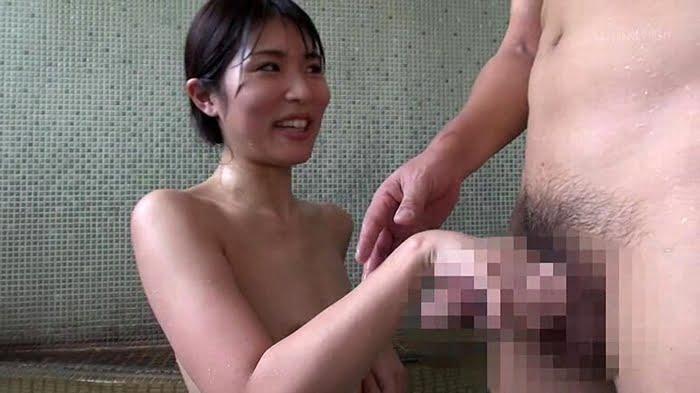 夫と一緒に居ても人妻はNTRセックスの誘惑に抗えない! その11