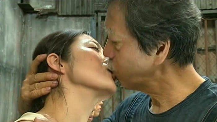 卑猥極まりない熟女の接吻 その1