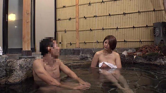 センズリを見せつけて人妻をNTRセックスに誘導するゲス男 その7