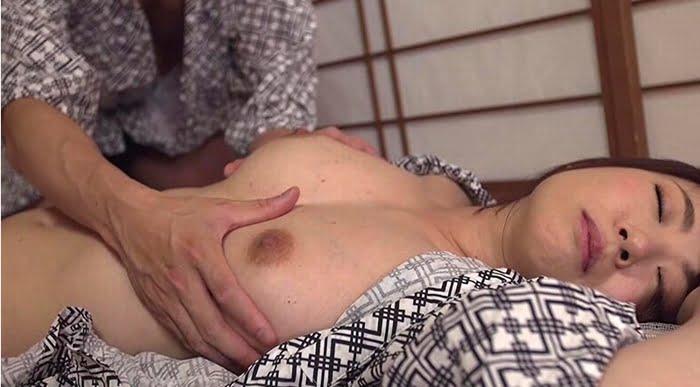 隣人亭主とのNTRセックスを楽しむ人妻 その4