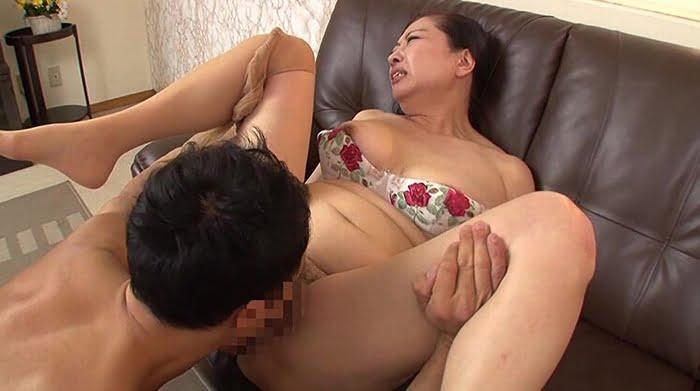 久し振りのセックスに敏感に反応してしまう六十路熟女の完熟マンコ その12