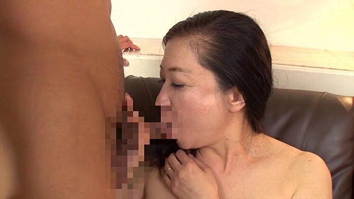 久し振りのセックスに敏感に反応してしまう六十路熟女の完熟マンコ その13