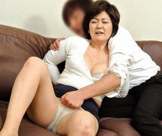 ホロ酔い五十路母に性欲を暴発させる息子