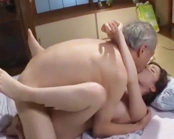 義父にだいしゅきホールドする巨乳嫁