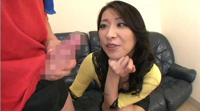 バキバキフル勃起チンポを見せられた三十路人妻は性欲を我慢出来ない! その9