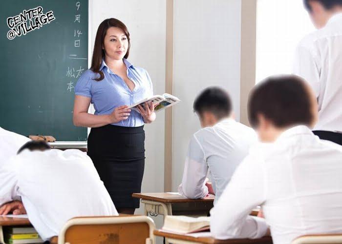 男子生徒とのサイレントSEXに興奮する四十路熟女教師 その1