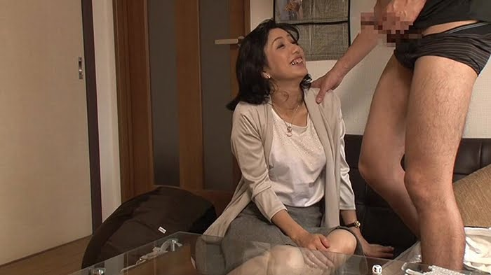 デカチンを見せつける若いナンパ師に口説き落とされた五十路熟女 その1