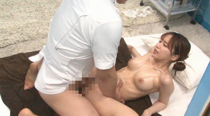 妊活中の若妻がスペンス乳腺オイルマッサージ体験! その9