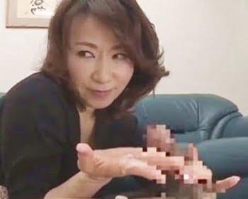 五十路熟女の手コキ